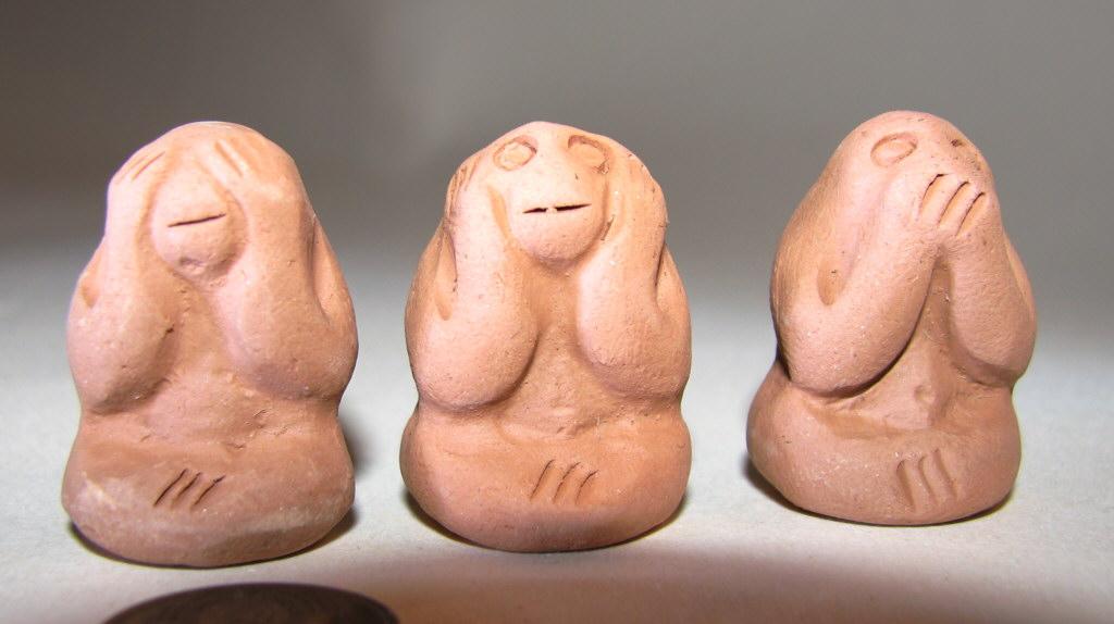 Глиняные фигурки трех обезьян япония
