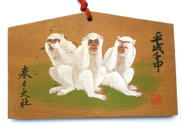 Табличка-эма с тремя обезьянами из святилища Касуга-тайся в Наре