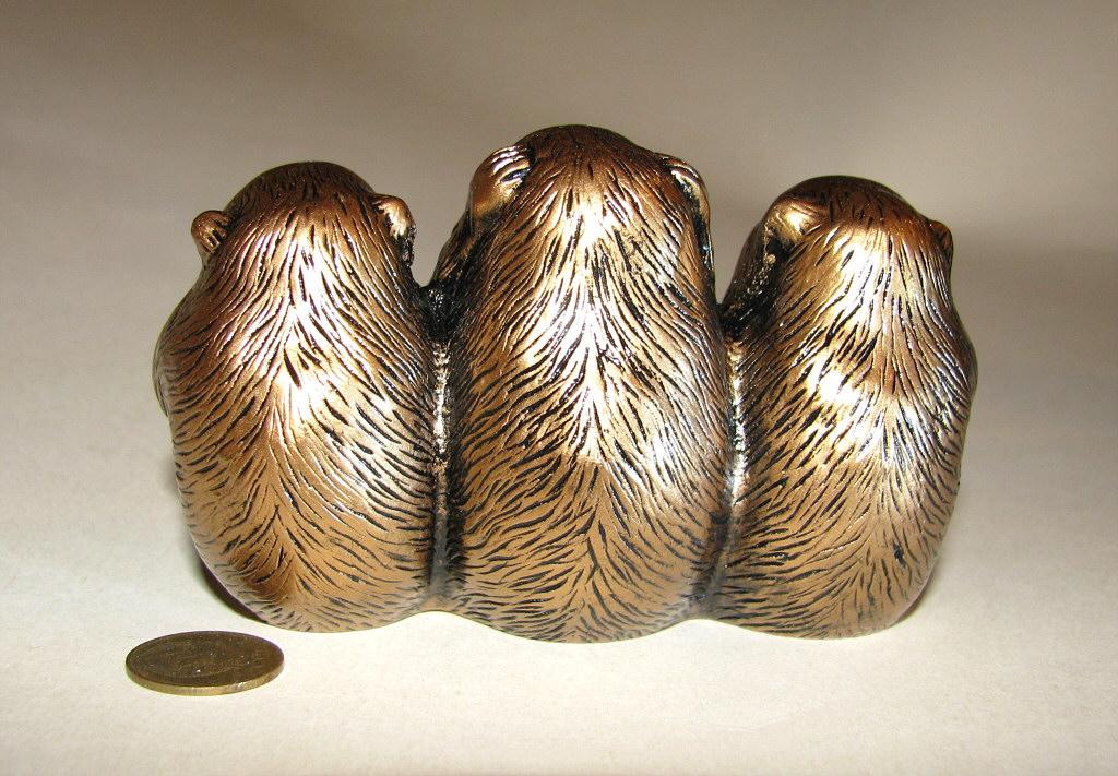 Три обезьяны статуэтка вид сзади